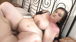 Pretty BBW getting fucked in the room before and after a blowjob