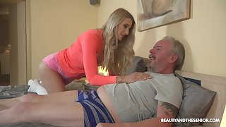 After blowing cock kinky Diane Chrystall lets older man fuck doggy