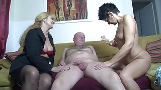 Amateur FFM threesome at home with one horseshit loving German sluts