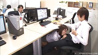 Secretary Ayami Shunka gives a blowjob below-stairs the berth table